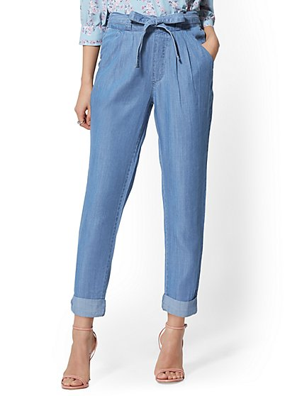 High-Waisted Ultra-Soft Chambray Belted Slim Leg Jeans - New York & Company