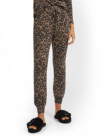 Leopard-Print Super-Soft Knit Slim Jogger Pant - New York & Company