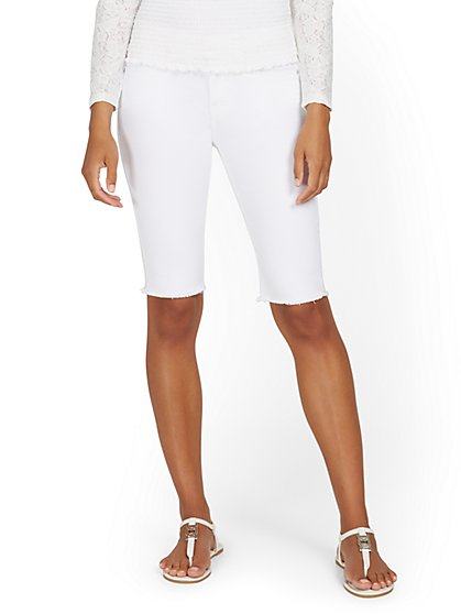 Lexi Mid-Rise 13-Inch Bermuda Short - White - New York & Company