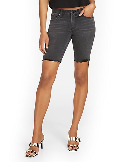 Lexi Mid-Rise 9-Inch Short - Black - New York & Company