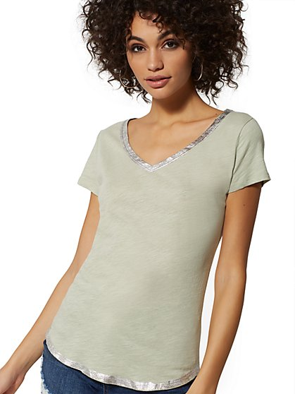 Metallic-Foil Trim Cotton V-Neck Top - Hampton Tee - New York & Company