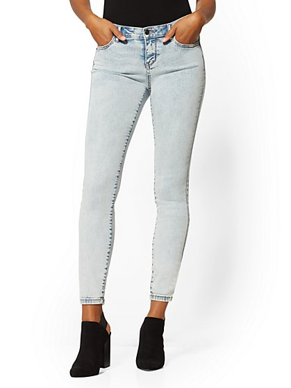 Mid-Rise Curvy Super- Skinny Jeans - Blue Dream - New York & Company