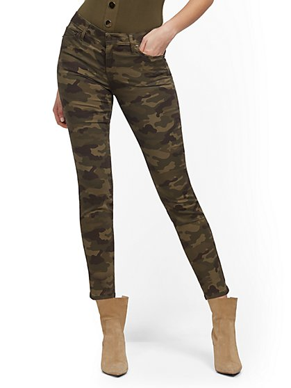 Mid-Rise Slimming No Gap Super-Skinny Ankle Jeans - Camo Print - New York & Company