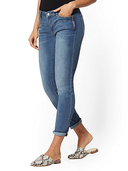 Mid-Rise Zip-Accent Pocket Slim Boyfriend Jeans - New York & Company