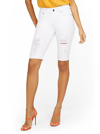 Mya Curvy High-Waisted Sculpting No Gap 13-Inch Bermuda Short - White - New York & Company