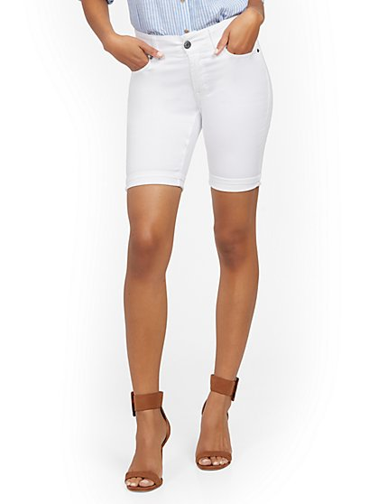 Mya Curvy High-Waisted Sculpting No Gap 9-Inch Short - White - New York & Company