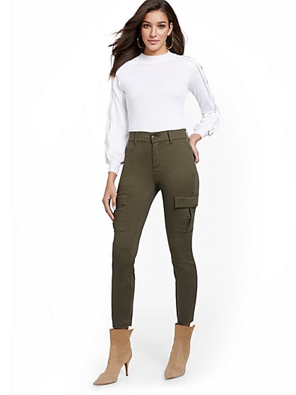 Mya Curvy High-Waisted Sculpting No Gap Cargo Ankle Jeans - New York & Company