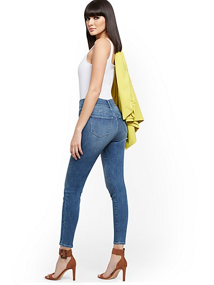 Mya Curvy High-Waisted Sculpting No Gap Super-Skinny Ankle Jeans - Vibrant Blue - New York & Company