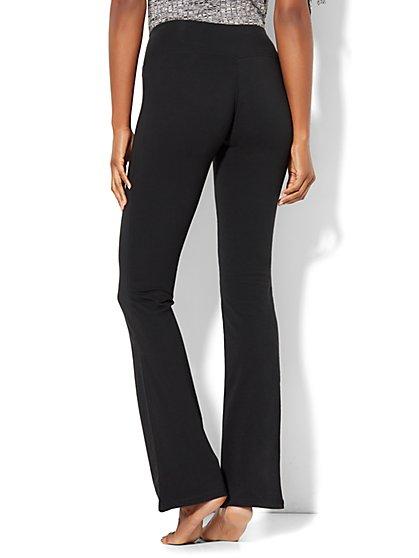 c62138834d149 ... Petite Bootcut Yoga Pant - New York & Company
