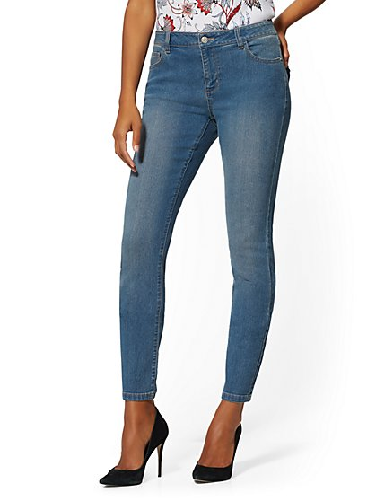 Petite Mid-Rise Essential Skinny Jeans - Razor Blue - New York & Company