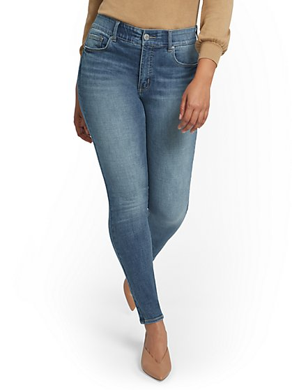 Petite Mya Super High-Waisted Shaping No Gap Super-Skinny Ankle Jeans - Light Wash - New York & Company