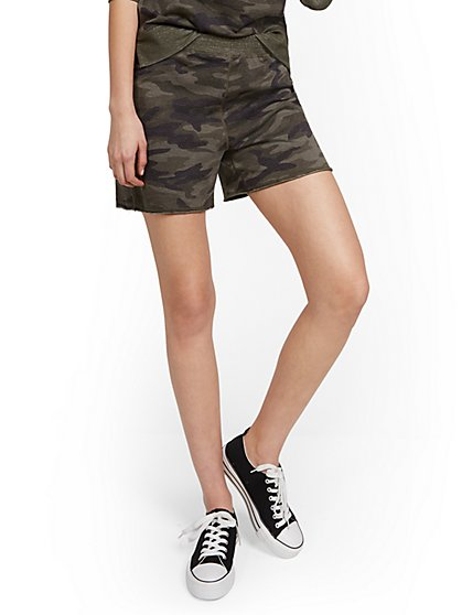 Reversible Camo-Print Lounge Short - New York & Company