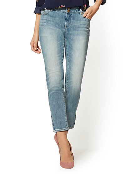 Soho Jeans - High-Waist Boyfriend Jeans - Boogie Blue - New York & Company