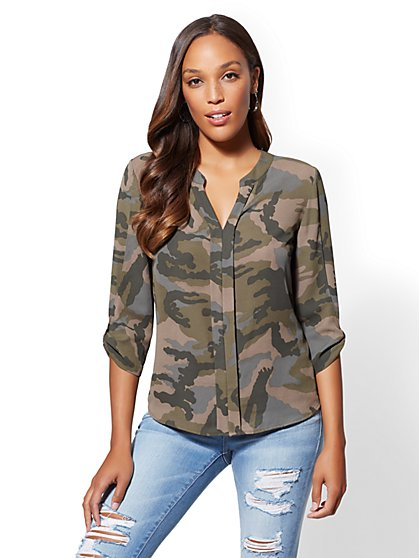 Soho Soft Shirt - Split Neck Camo Print Blouse - New York & Company