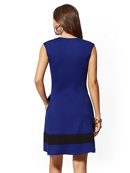 1b639a30 ... Tall Cotton Colorblock V-Neck Dress - New York & Company ...