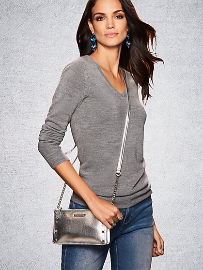 The Essential V-Neck Sweater - New York & Company
