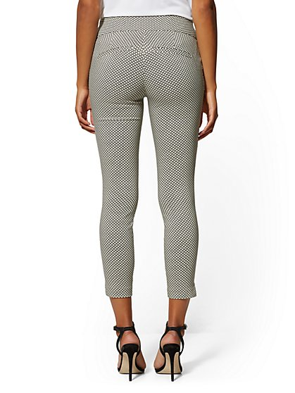 86adcb3f6fbf6 ... Whitney High-Waist Pull-On Ankle Pant - Graphic Print - New York &